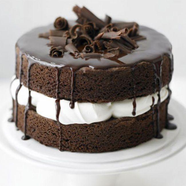 На фото Шоколадный торт без муки, сахара и меда