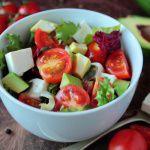 Рецепт Весенний салат из авокадо, феты и помидоров