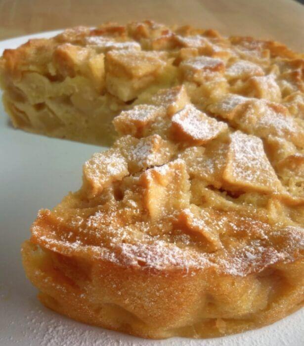 На фото Постный яблочный пирог