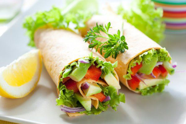 На фото Буррито с овощной начинкой