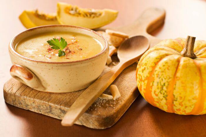 На фото Карибский суп с тыквой