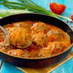 Рецепт Тефтели в томатном соусе с морковью