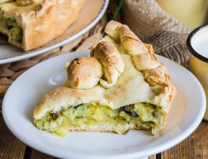 На фото Постный пирог с картошкой и грибами