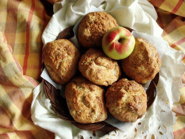 На фото Шотландские яблочные булочки сконы