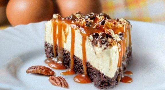 На фото Десерт «И чизкейк и брауни»