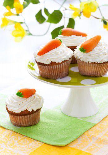 На фото Морковные капкейки на Пасху