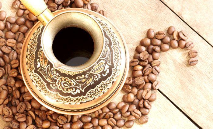 На фото 15 способов экологичного использования кофейной гущи