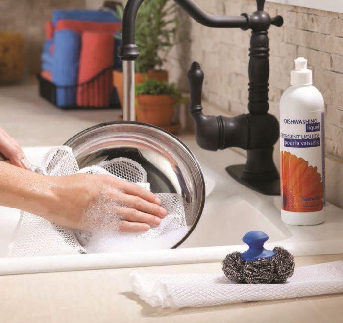 На фото Уход за посудой без вреда для окружающей среды