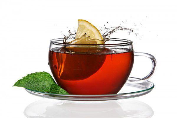 На фото Чай с красным вином