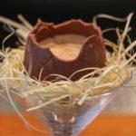 Рецепт Пасхальный коктейль в шоколадном яйце