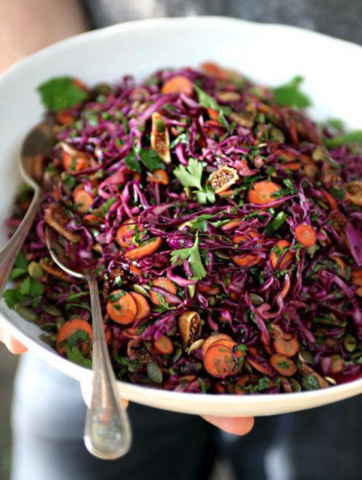 На фото Фиолетовый салат