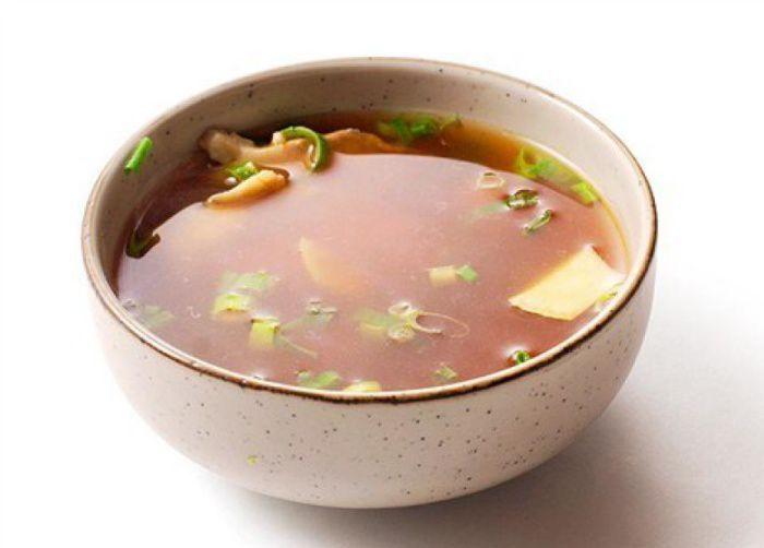 На фото Японский рыбный бульон умеван