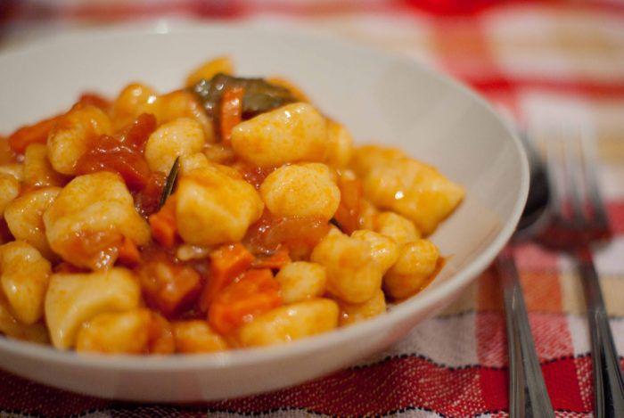 На фото Картофельные галушки в мультиварке