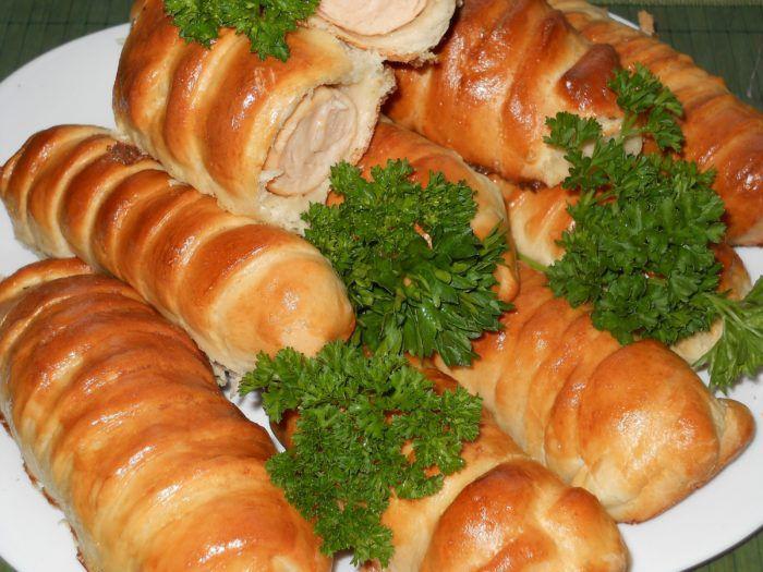 На фото Сосиски в тесте в хлебопечке