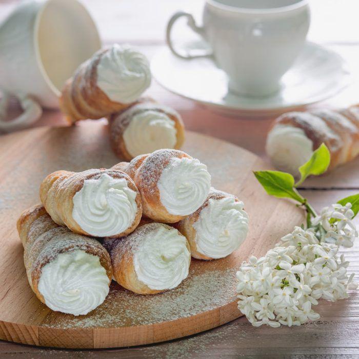 На фото Трубочки с ореховым кремом в хлебопечке