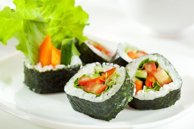 На фото Вегетарианские роллы