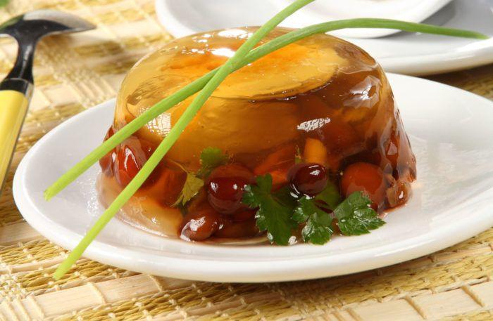 На фото Заливное из грибов с яйцом
