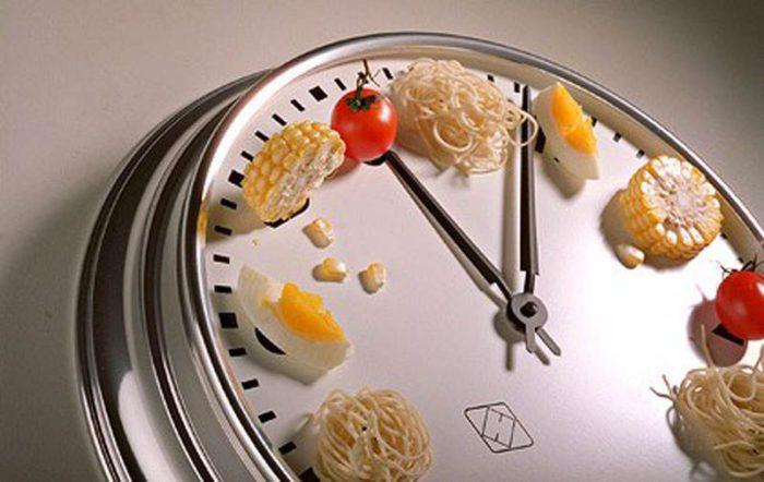 На фото Питание по часам: режим питания