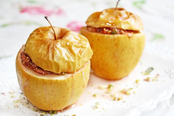 На фото Низкокалорийный десерт из яблок