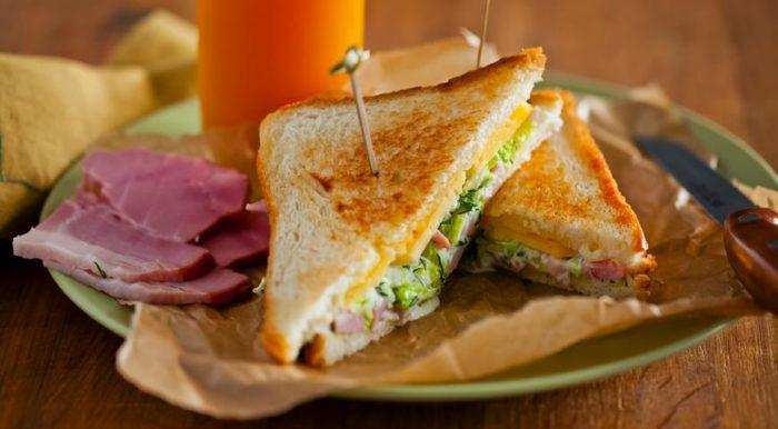 На фото Горячие бутерброды в мультиварке