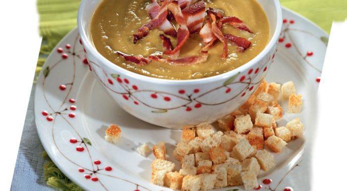 На фото Гороховый суп с копченой грудинкой