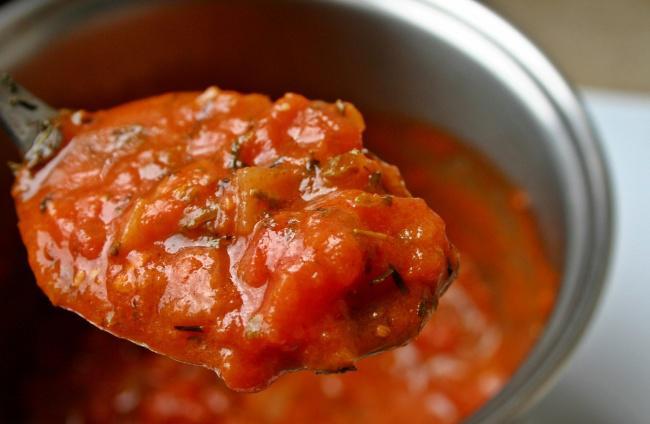На фото Соус из болгарского перца