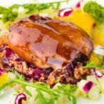 Рецепт Кролик конфи с красным луком и соусом из моллюсков