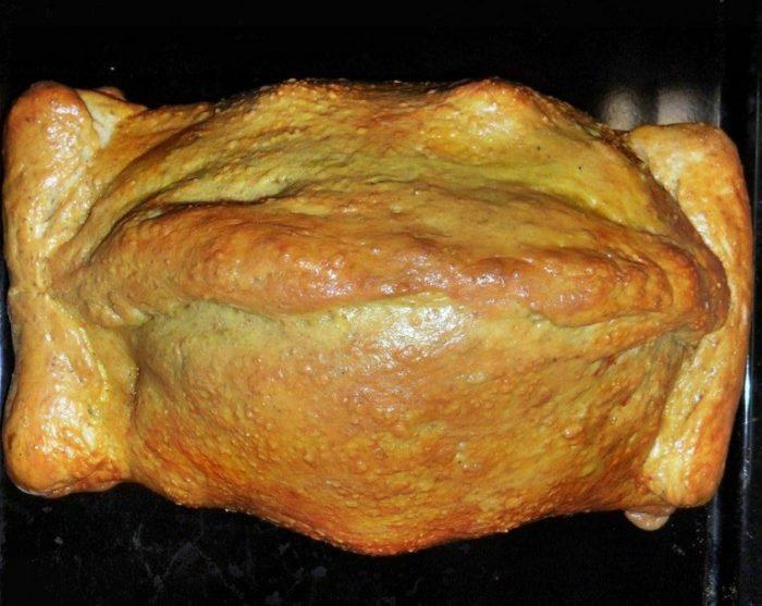 На фото Курица в тесте
