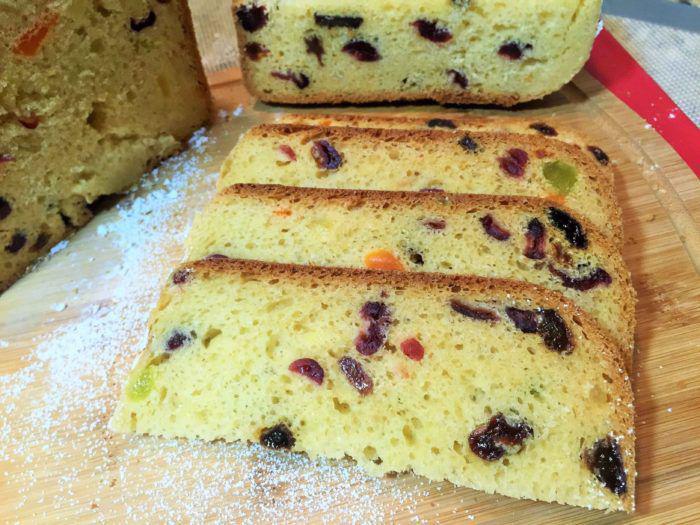 На фото Вкусный кулич в хлебопечке