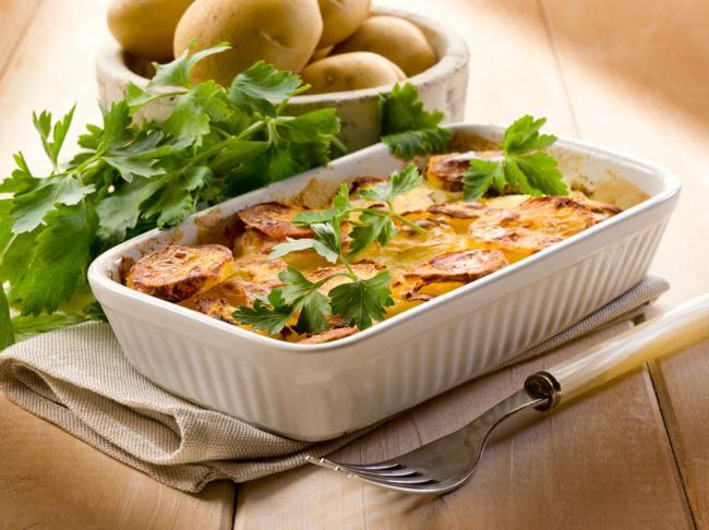 На фото Несладкий «кекс» из картошки с сыром