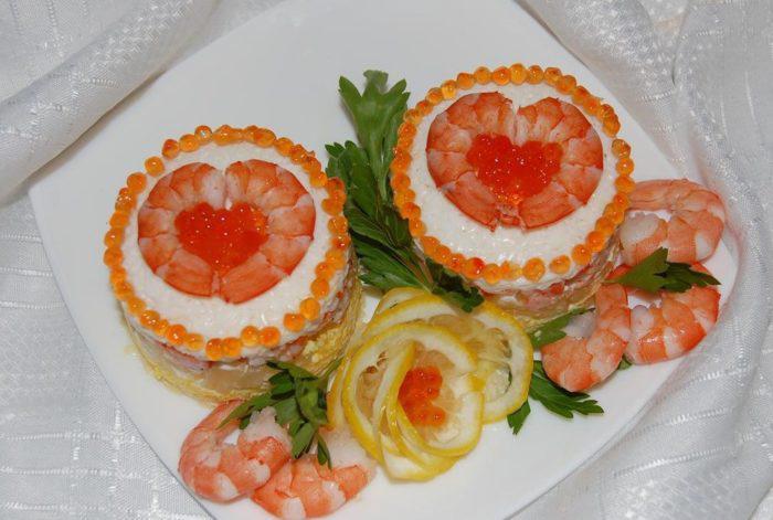 На фото Салат «Комплимент» с креветками