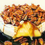 Рецепт Запеченный сыр брис орехами и медом