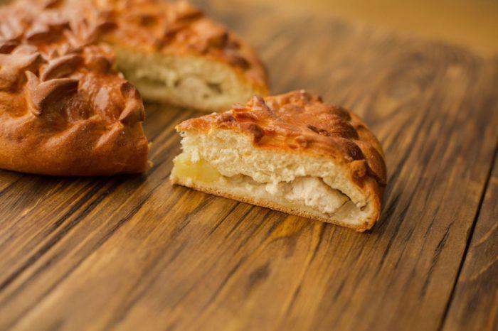 На фото Курица с картошкой в тесте (пирог) пошагово