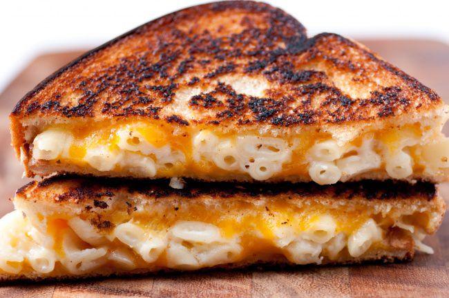 На фото Макаронные бутерброды в духовке