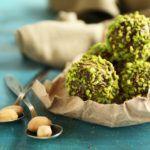 Рецепт Свежая клубника в шоколаде с фисташками