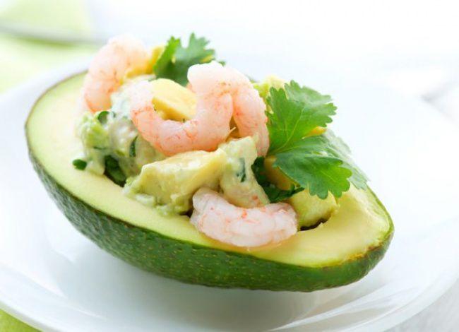 На фото Лодочки авокадо с креветками
