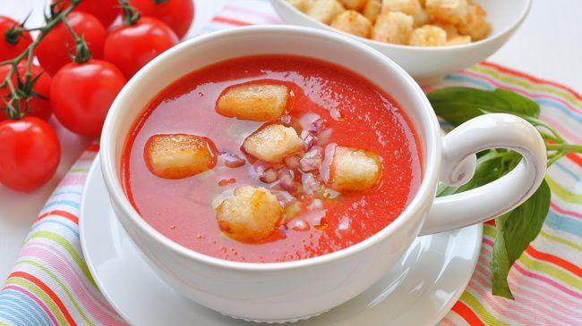 На фото Гаспачо (томатный крем-суп)