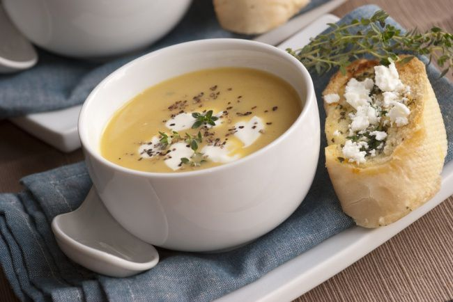 На фото Диетический крем-суп из белой фасоли