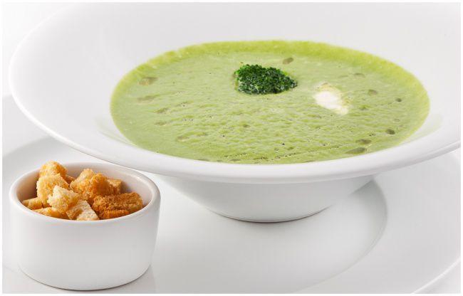 На фото Сливочный крем-суп из брокколи