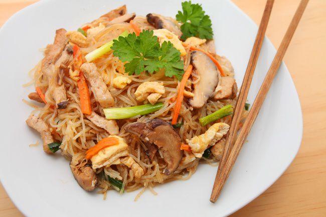 На фото Грибной рецепт салата из кальмаров (вкусный)