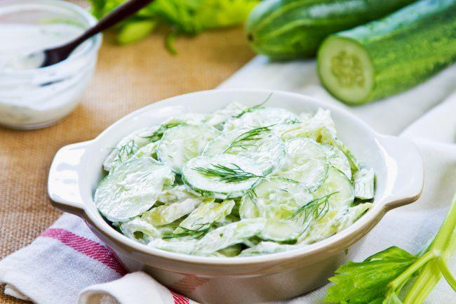 Салат из свежих огурцов яиц