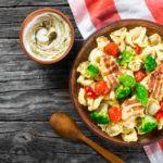 Рецепт Салат с беконом и тортеллини