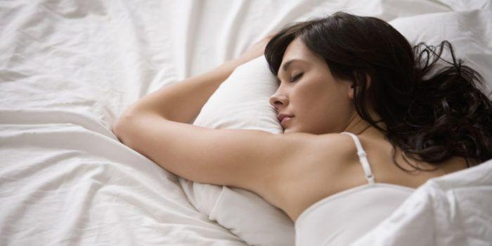 На фото Мы спим не так, как это делали наши предки