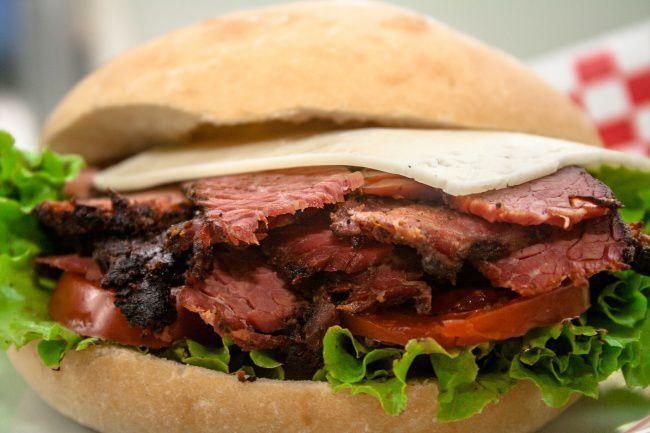 На фото Лучшие бутерброды со стейком для любимых мужчин