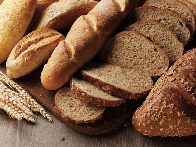 На фото Как правильно хранить хлеб дома