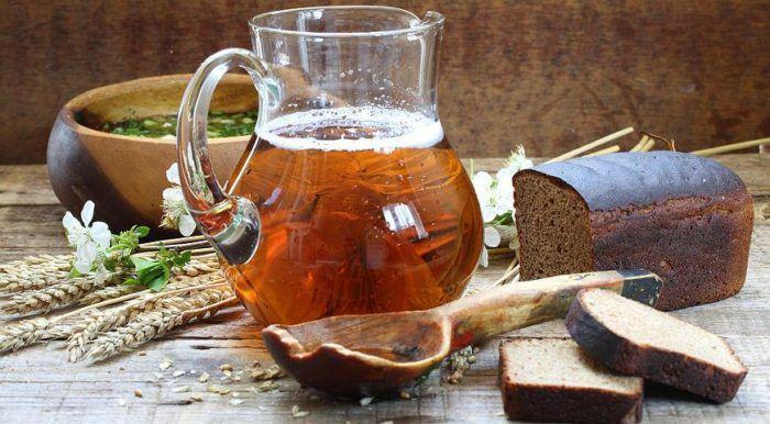 На фото Хлебный квас в домашних условиях (пошаговый рецепт)