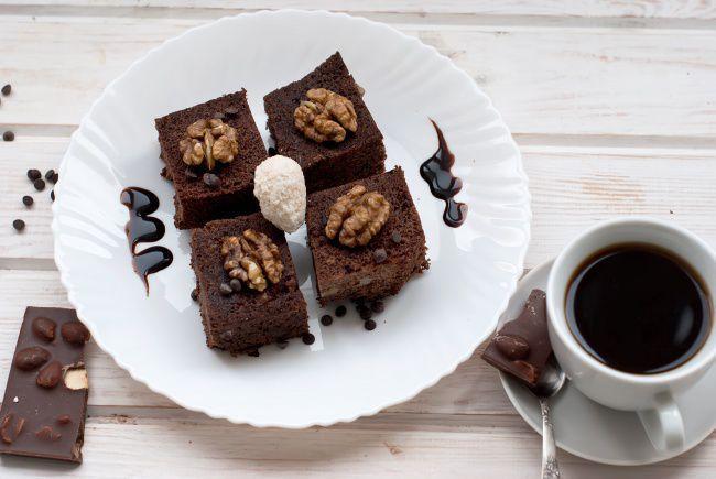 На фото Мини-брауни с шоколадом