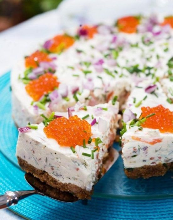 На фото Икорный торт морской