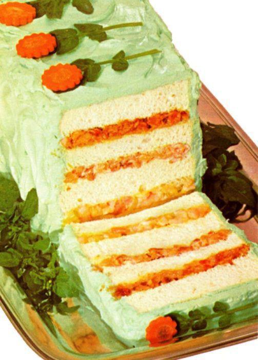На фото Закусочный торт «Полено»