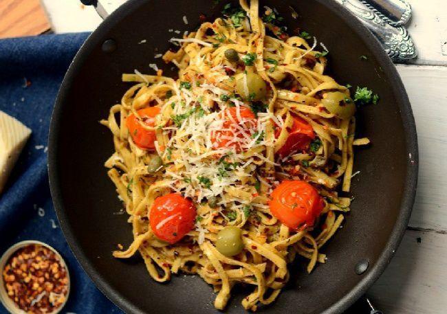 На фото Вкусная паста с томатами